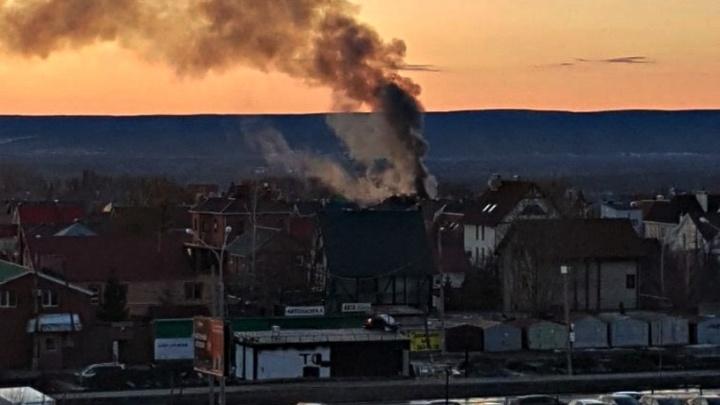 В Самаре загорелся двухэтажный дом на 9-й просеке