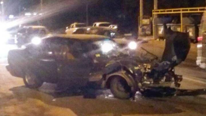 На Портовой столкнулись Range Rover и BMW: есть раненые