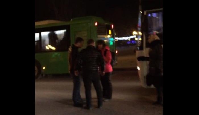 Пьяная тюменка на Lexus побила маршрутчика после ДТП