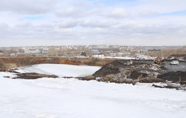 Грязные стоки со свалки снега в Челябинске угрожают реке Миасс