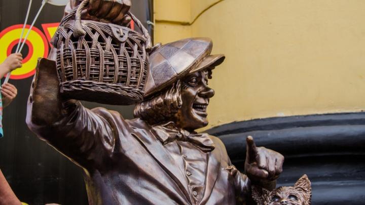 «Он продолжит дарить свет горожанам»: в Ростове открыли памятник легендарному клоуну Олегу Попову