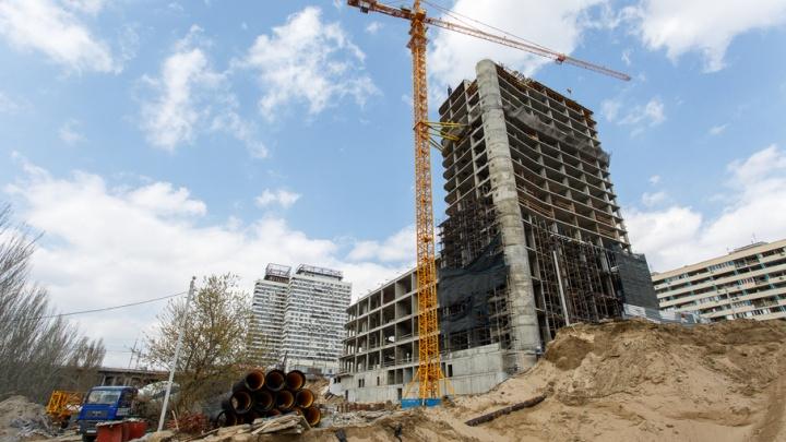 Остановившая строительство гостиницы на Предмостной мельница превратилась в никчемный кусок сарая