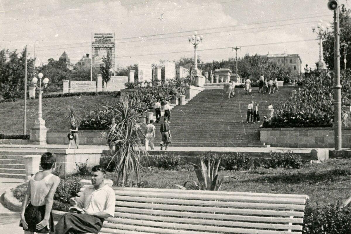 Куйбышевская набережная в 1960-е годы