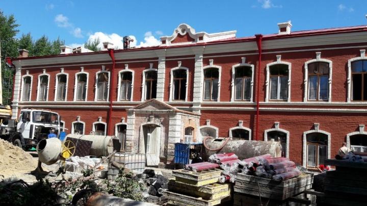 В Тюмени реставрируют фасад Текутьевской больницы