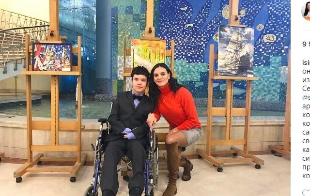 Елена Исинбаева подружилась с юным художником-инвалидом из Новочеркасска