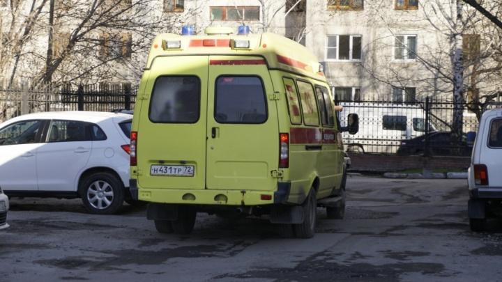 Тюменские врачи спасли малыша, который выпил средство для очистки труб