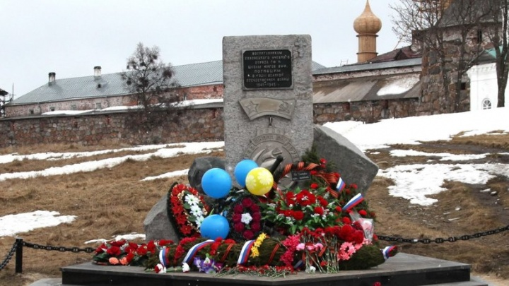 На Соловках отреставрировали памятник выпускникам легендарной школы юнг