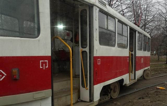 В Самаре на пересечении Авроры и Антонова-Овсеенко трамвай сошел с рельсов