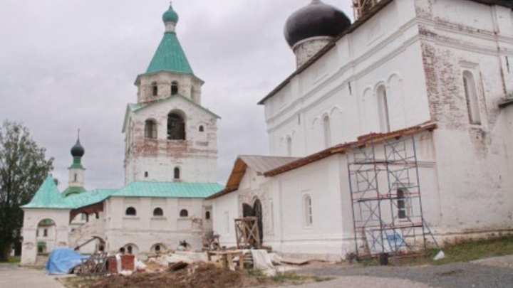 В Антониево-Сийском монастыре завершилась реставрация фасада Троицкого собора