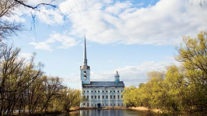 На место гибели мальчика в Петропавловском пруду приехали криминалисты