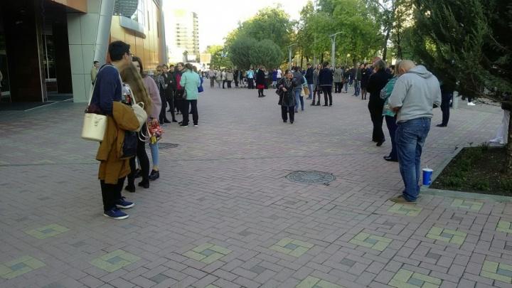 Из ТЦ «Гудвин» эвакуировали 900 человек: поступило сообщение о минировании