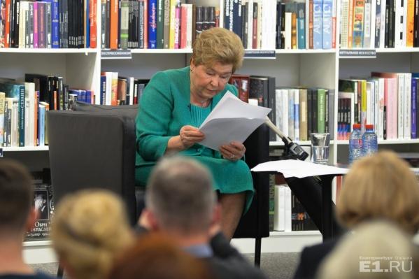Наина Ельцина писала честную книгу о своей жизни в течение пяти лет.