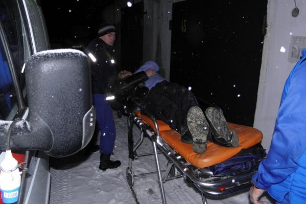 Врачи скорой помощи оказали пострадавшему необходимую медицинскую помощь