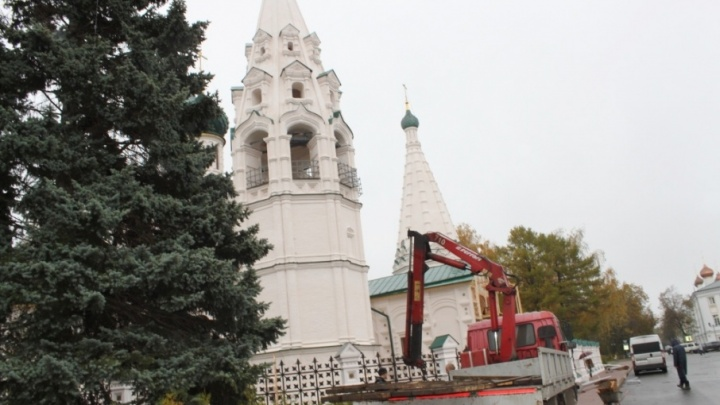 Столбы освещения у храма Ильи Пророка сносят по приказу Министерства культуры