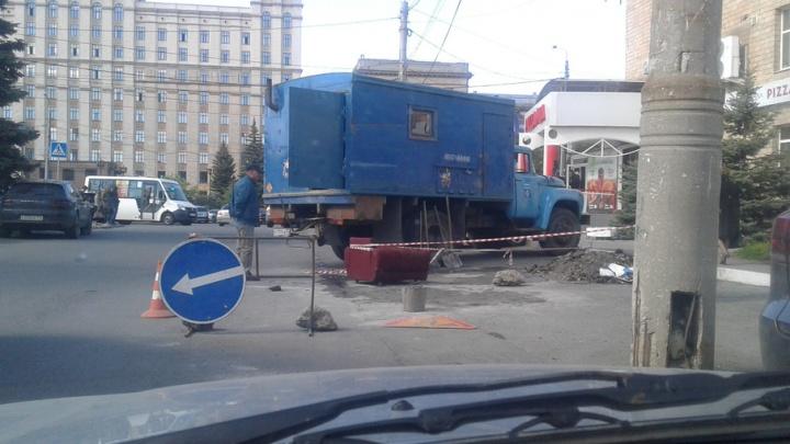 В Челябинске закрыли колодец с креслом, ставший хитом интернета