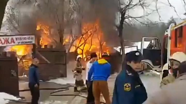 В Ростове рядом с Ботаническим садом вспыхнул пожар