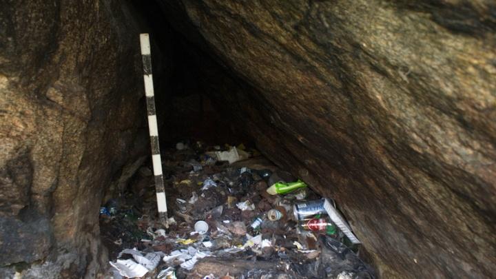 Под слоем мусора: в Челябинской области нашли пещеру с обломками жертвенной посуды