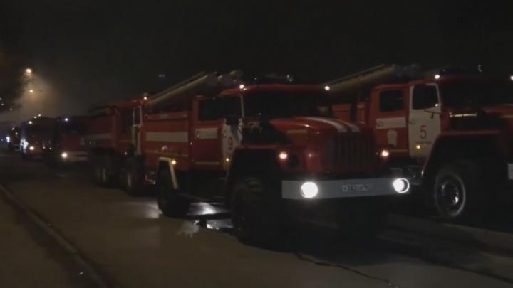 В Самаре ночью горели контейнеры на рынке в 15-м микрорайоне