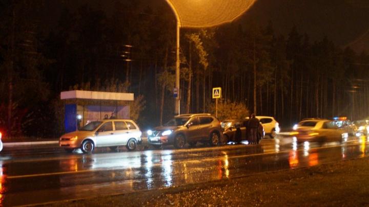 В Сызрани водитель «Калины» сбил пешехода и столкнулся с двумя машинами