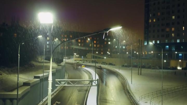 Залитый светом ночной Волгоград показали с воздуха
