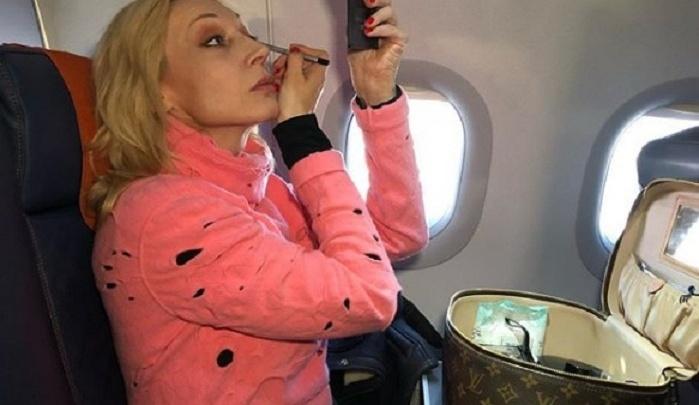 С трапа на бал: Кристина Орбакайте впопыхах готовилась к волгоградскому концерту