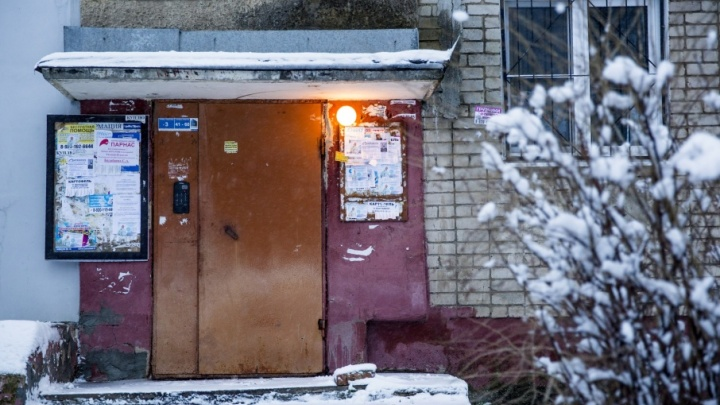 В Ярославле мужчина напал на женщину в подъезде
