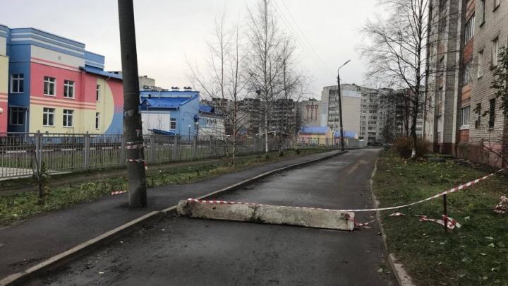 Устали от машин: ярославцы перекрыли дорогу бетонным столбом