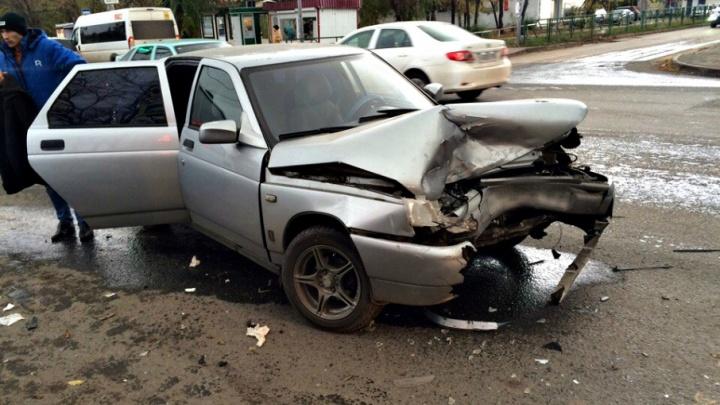 В Самаре столкнулись ВАЗ-2112 и «Рено», пострадали два ребенка