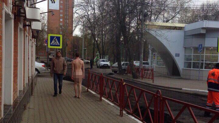 Ярославец разгуливал голый по центру города: фото