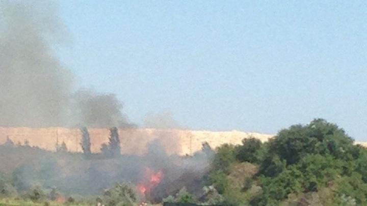 Рядом с пляжем у Голубого озера случился пожар