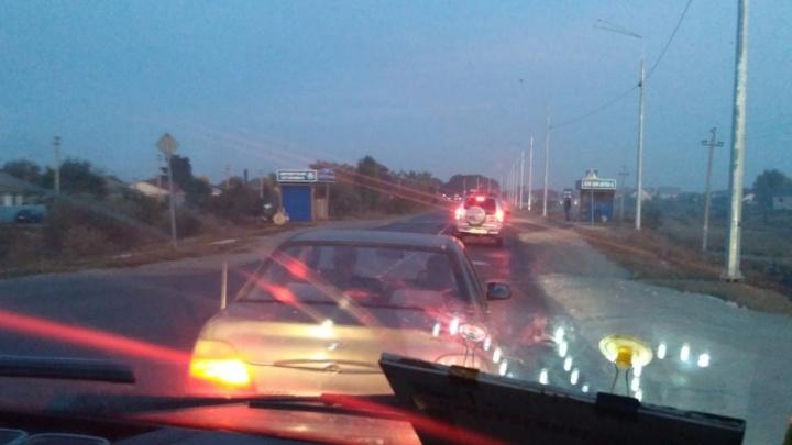 Под Волгоградом водители встали в многокилометровую пробку