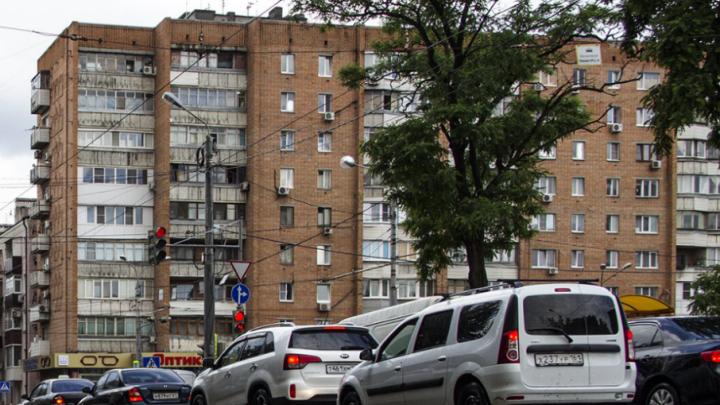 Ни проехать, ни пройти: из-за дождя Ростов встал в десятибалльной пробке
