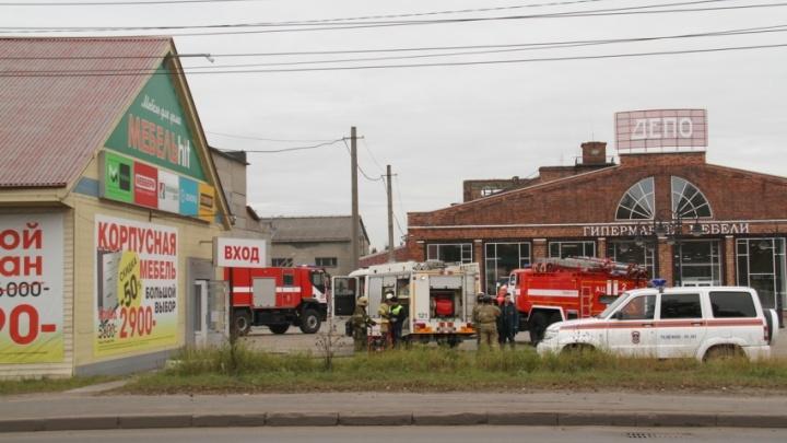 В Архангельске горел мебельный магазин на Ленинградском проспекте