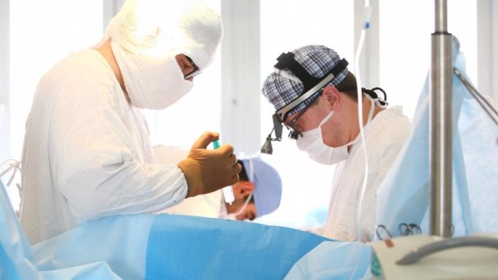 «Было не страшно»: челябинские хирурги впервые заменили клапан в сердце через мини-разрез