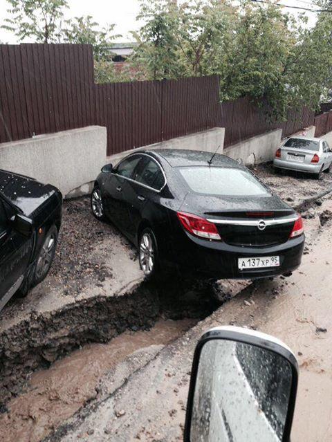Автомобилисты не могли выехать с участка