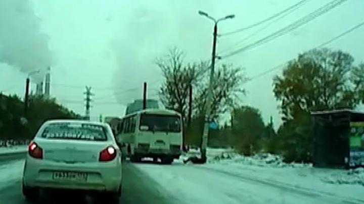 Водителя, по вине которого челябинка выпала из автобуса, уволили