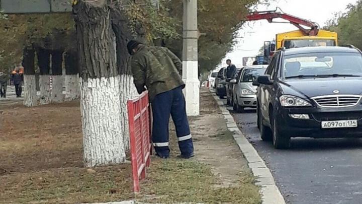 Мэрия Волгограда отказалась платить за 18 километров старых пешеходных оград