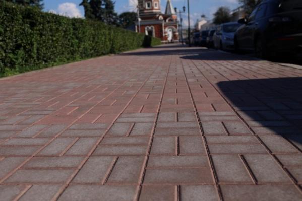 Полинявшая плитка на улице Андропова