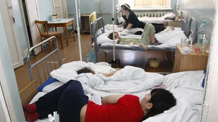 «Учтите, вы все будете лежать в коридорах»: младенцу с ОРВИ не нашлось места в челябинской больнице