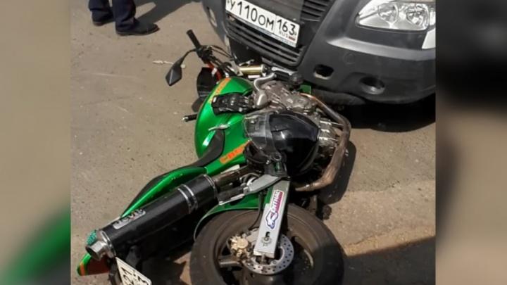 На улице Белорусской водитель мотоцикла угодил под «Газель»
