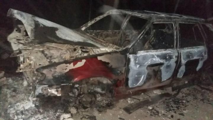 Угнали, сняли колёса и подожгли: в Самарской области кутёж пьяной компании обернулся криминалом