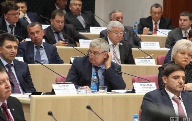 Кому теплоходы и земля, а кому – ВАЗ 2115: депутаты губдумы отчитались о доходах