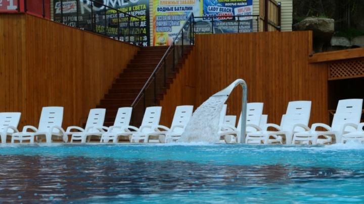 Очевидцы: утонувшего в аквапарке сотрудники комплекса спасали нашатырным спиртом
