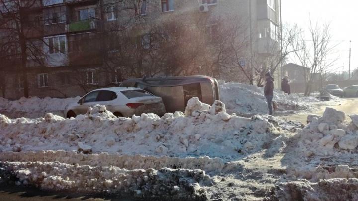 В Тольятти Vesta перевернулась на бок после столкновения с Citroen