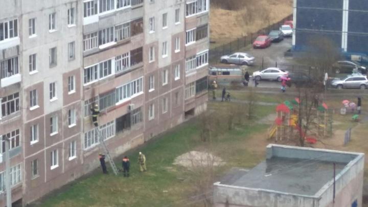 Загорелась техника: в Брагино спасатели тушили жилой дом