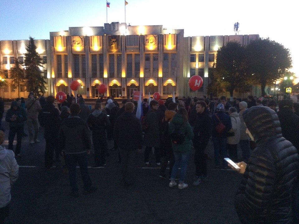 В Ярославле на Советской площади проходил пикет сторонников Навального