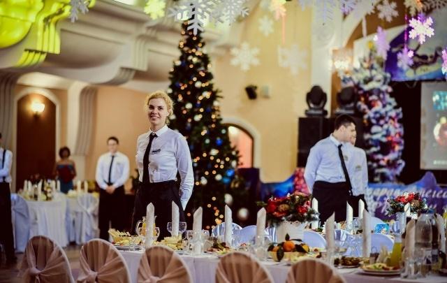 Самарцам приготовили новогодний сюрприз: горку игристых напитков в подарок при заказе банкета