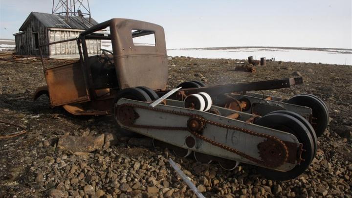Остатки самолетов и вездеходов, черепа и деревья: фонд музея «Русской Арктики» стал богаче на экспонаты
