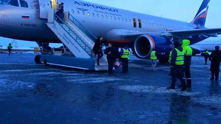 В аэропорту Волгограда загорелась зарядка в севшем самолете из Москвы