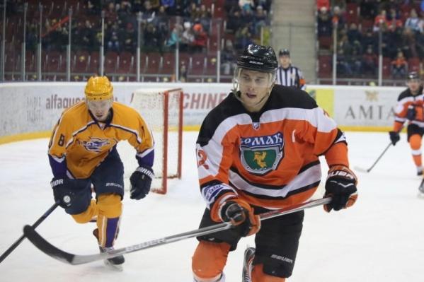 Ранее хоккеист играл за «Ермак» и «Сокол»